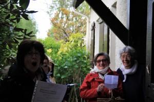 ...ils chanteront à l'unisson une chanson plaisante du mois de mai qui fait fleurir les sentes ....