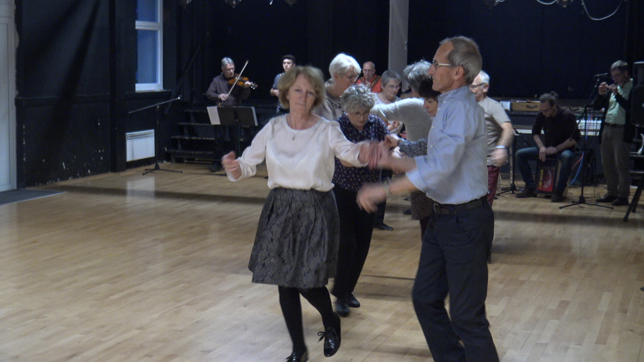 Invitation (2) à la danse bretonne @ Centre Bourg, Chemin de La Métairie, Pacé